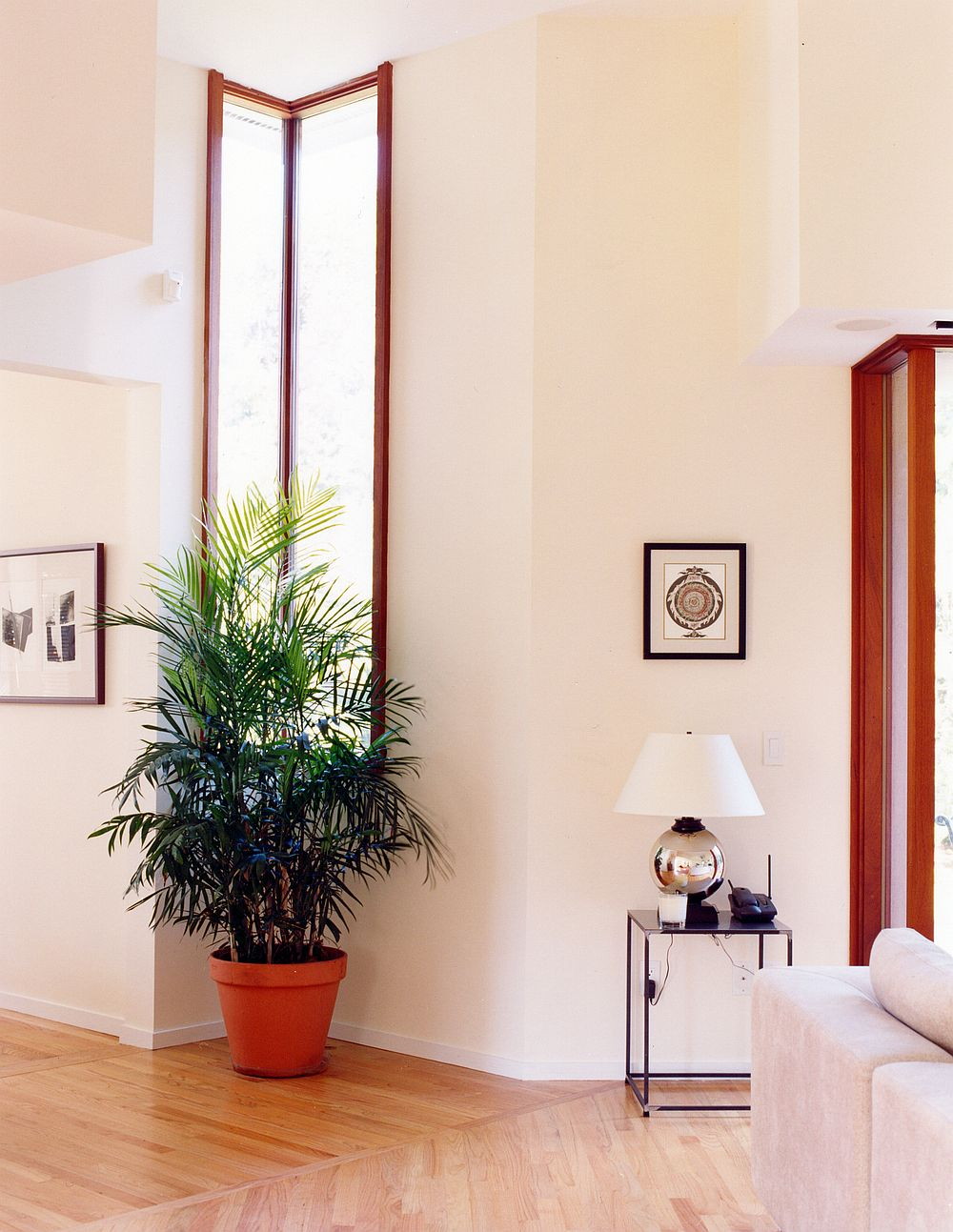Interior-of-the-house-in-white-with-ample-natural-light-and-a-relaxing-appeal-13005