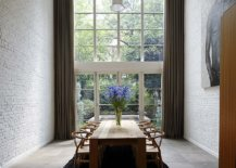 It-is-hard-to-find-a-more-dramatic-and-stunning-dining-room-with-whitewashed-bick-walls-93934-217x155