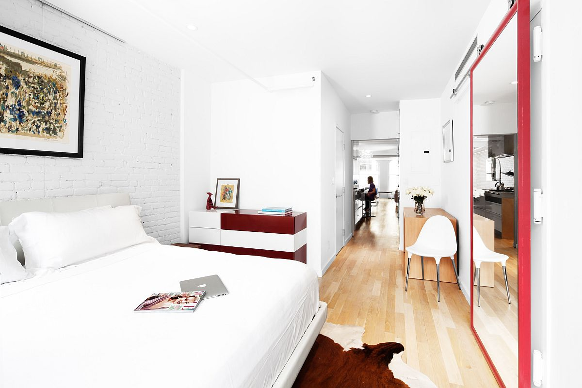 Large-mirrored-door-leading-to-the-stairwell-also-adds-a-hint-of-red-to-the-bedroom-49712