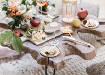 Living-room-picnic-with-fresh-flowers-20681-217x155