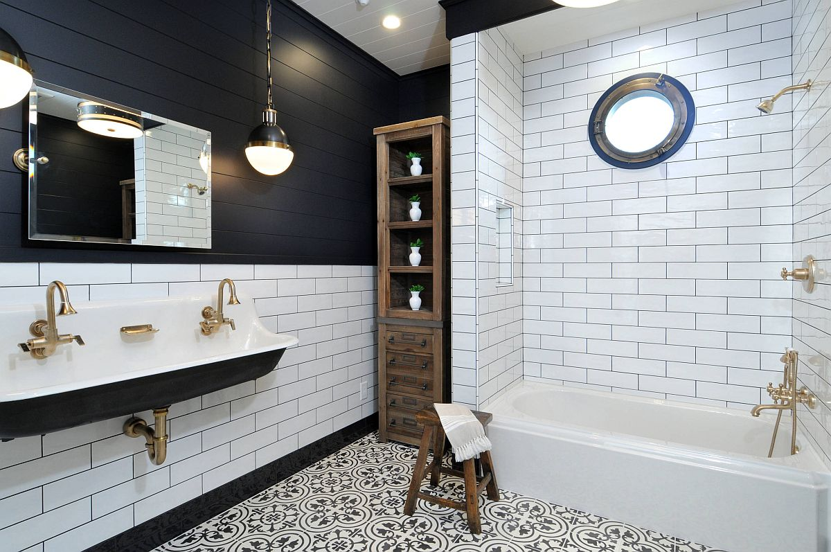 Lovely black and white bathrom with a traditional wooden shelf in the corner and gorgeous pendant lighting