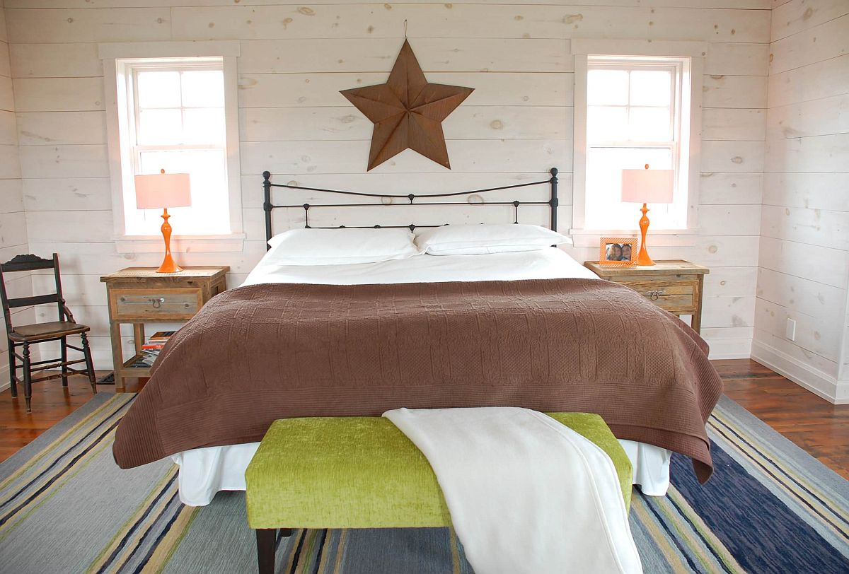 Modern-eclectic-bedroom-with-a-neutral-backdrop-combined-with-colorful-accents-25571