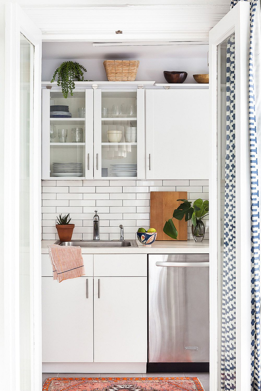Monochromatic kitchen in white with subway tiled backsplash