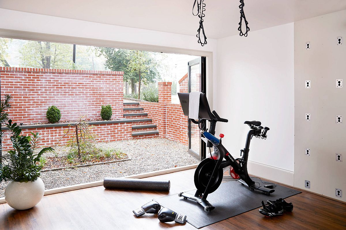Opening-up-the-living-area-brings-fresh-air-into-the-makeshift-home-gym-21918