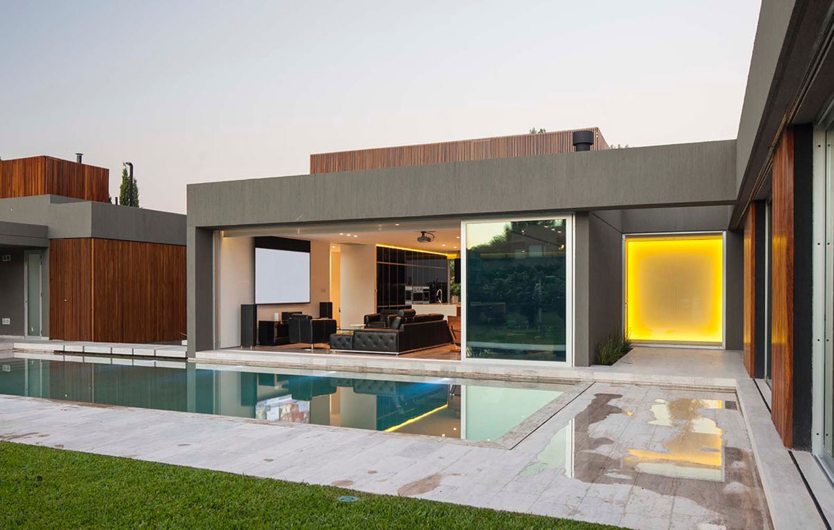 Pool-area-and-courtyards-connecting-different-areas-of-the-new-and-the-old-homes-63260