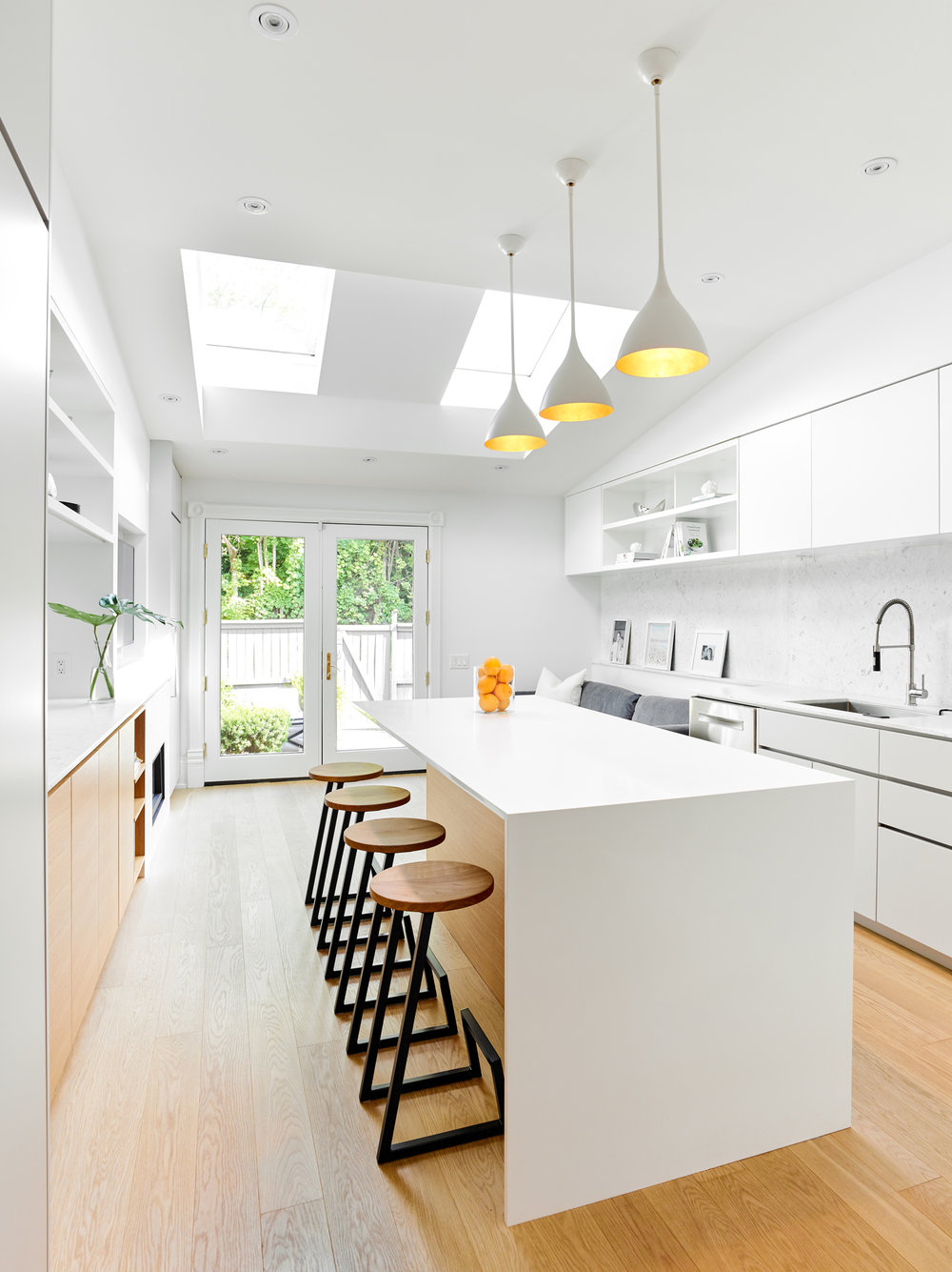 Skylights-and-doors-bring-light-into-the-kitchen-85365