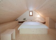 Small-and-cozy-bedrom-on-the-upper-level-makes-most-of-limited-space-on-offer-68179-217x155