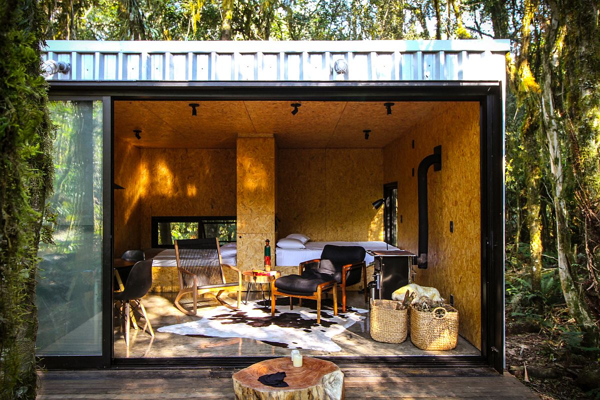 Small sustainable vacation home in Brazil made with SIPs and assembled in less than 2 days