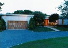 Street-facade-of-East-Hampton-ranch-in-New-York-42784-217x155