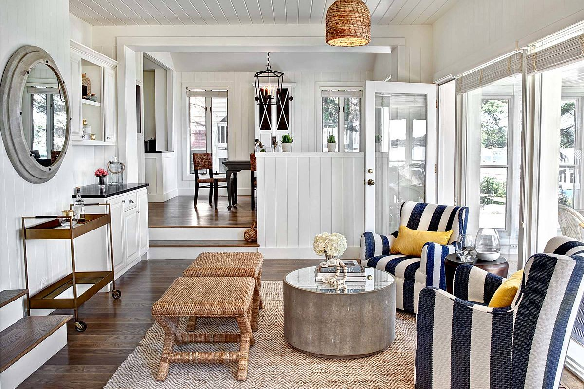 Striped-chairs-in-thick-white-and-blue-bands-are-just-perfect-for-the-modern-beach-style-home-99794