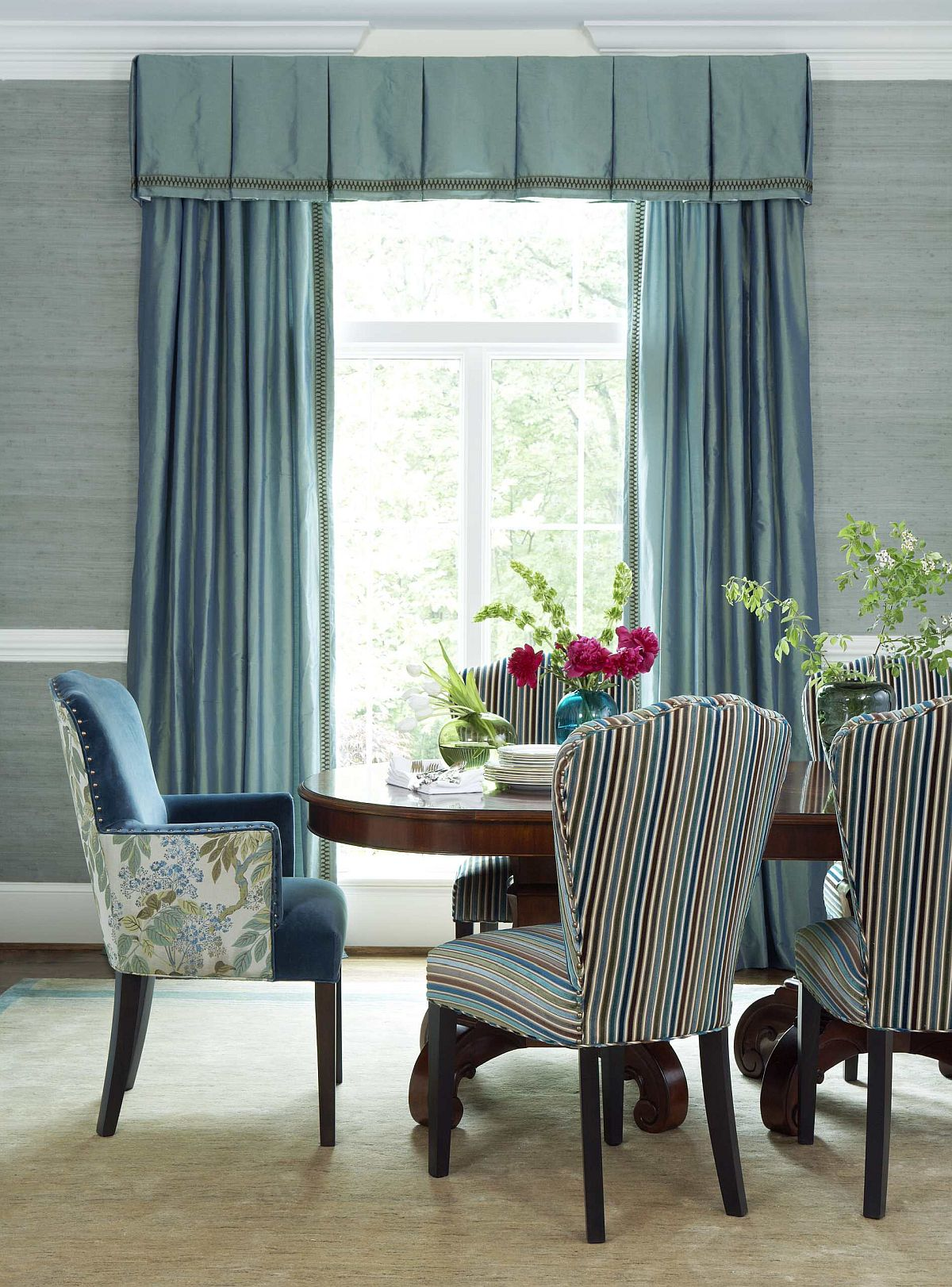 Stylish-striped-chairs-for-the-modern-dining-room-86826