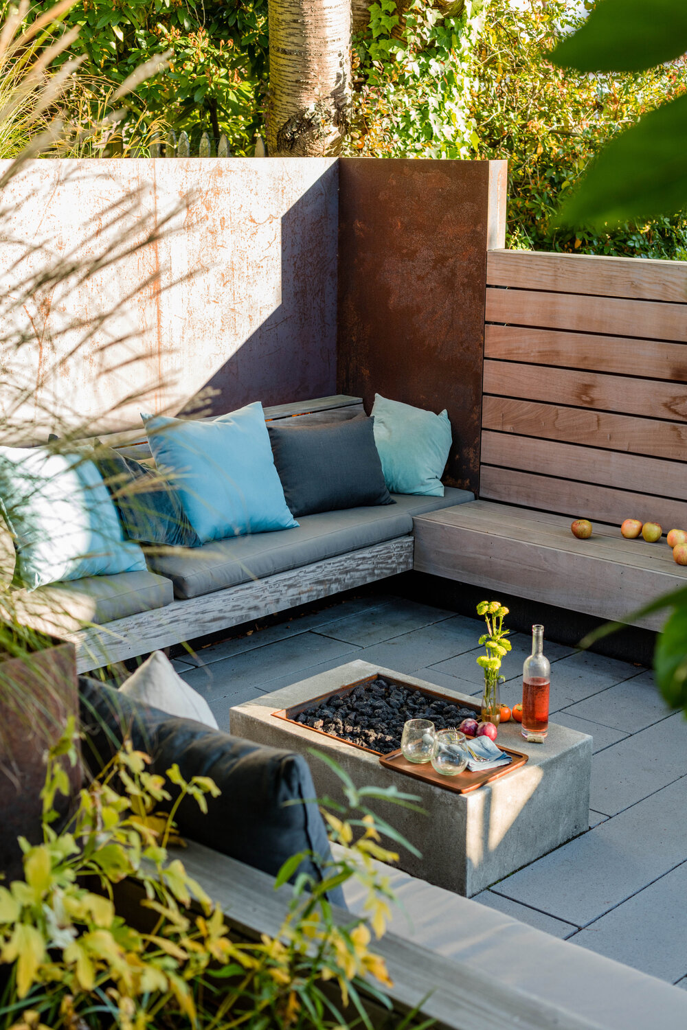 Sunken-patio-and-fireplace-create-a-lovely-outdoor-hangout-that-can-be-used-to-host-guests-and-friends-79101