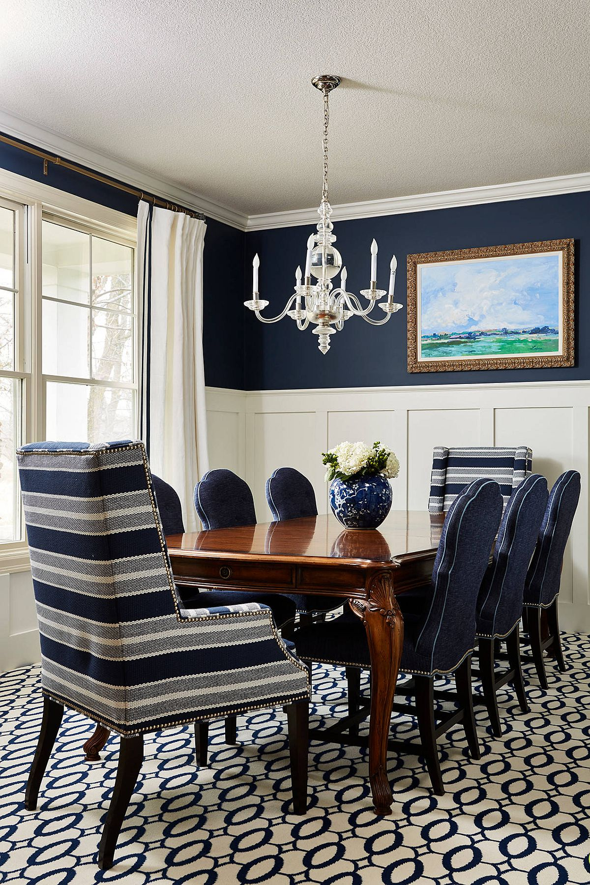 Two-striped-accent-chairs-bring-pattern-to-the-blue-and-white-dining-room-without-disturbing-its-color-scheme-85877
