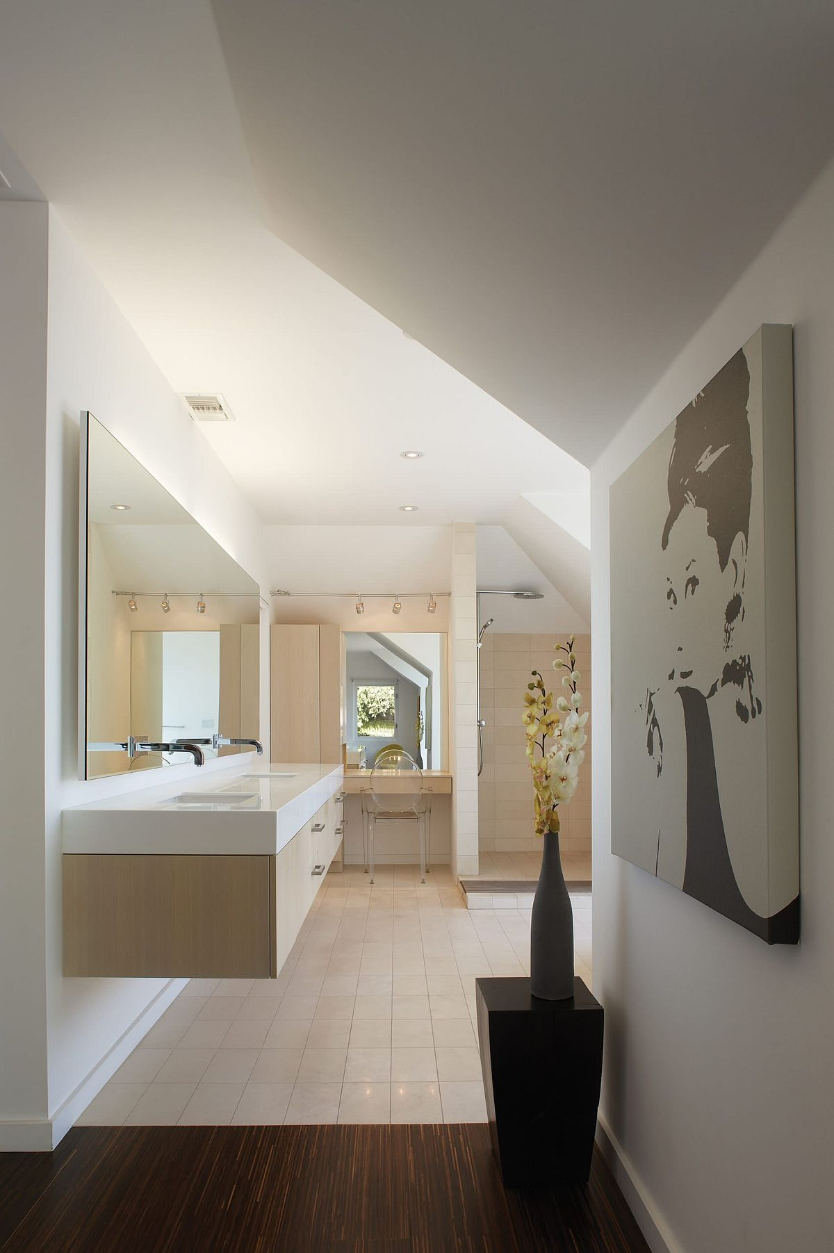 Wall-art-pice-with-Audrey-Hepburn-ushers-in-a-touch-of-vintage-into-the-contemporary-bathroom-96861