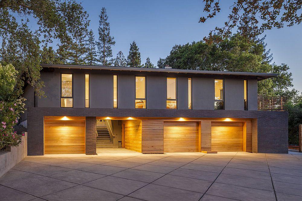 Warm-lighting-illuminates-the-modern-single-family-residence-in-Los-Gatos-32622