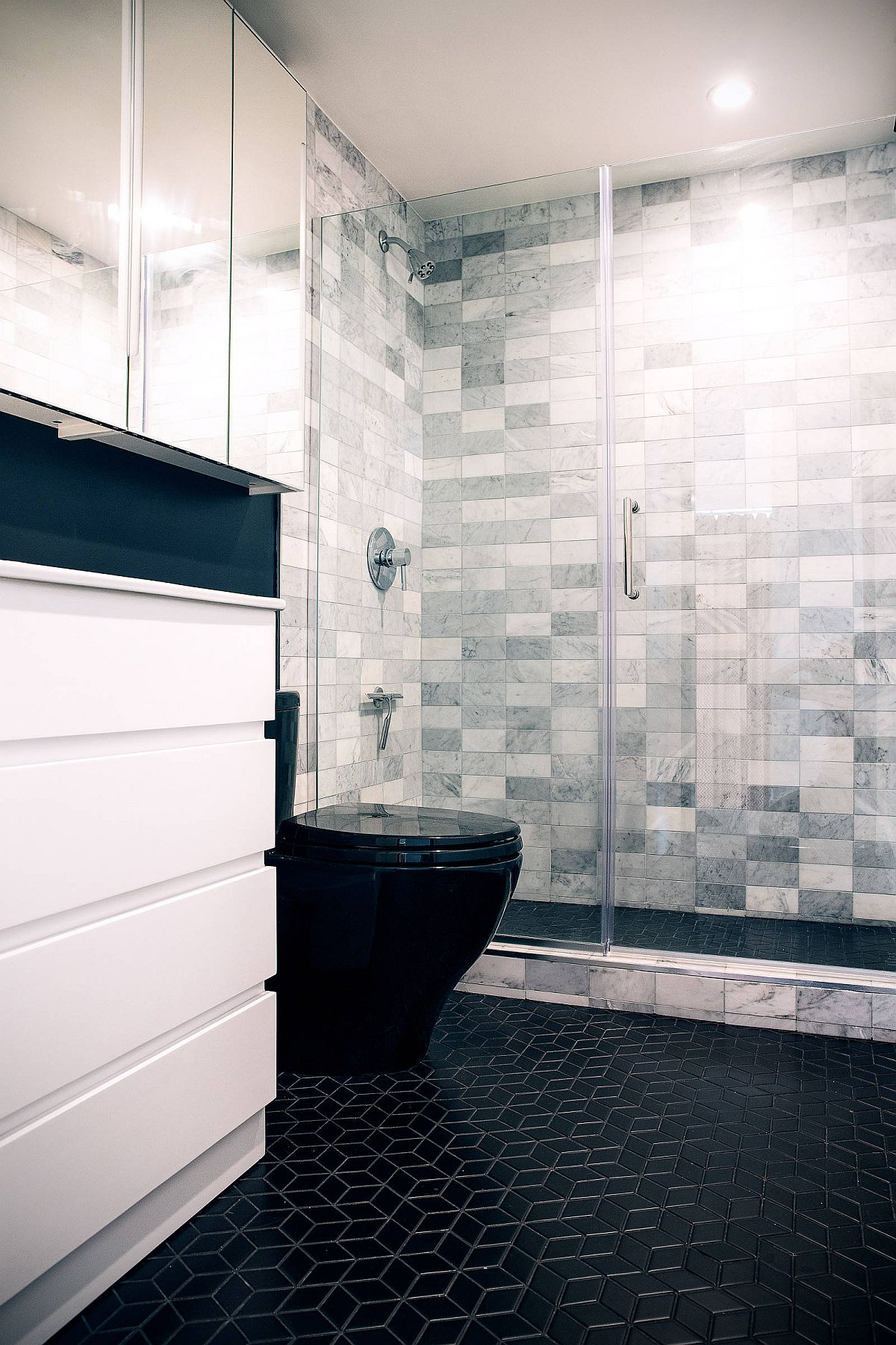 Adding pattern along with floor using black tiles in the bathroom