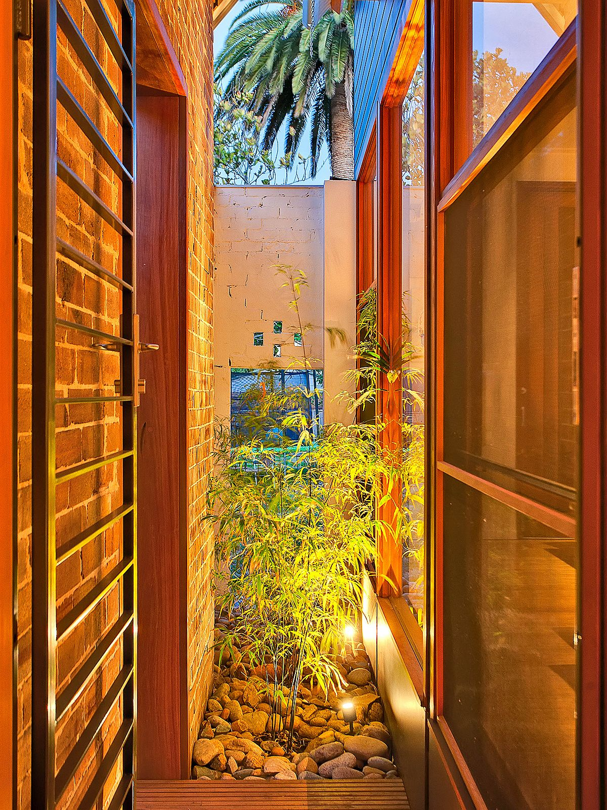 Atrium-brings-light-and-freshness-to-the-revamped-1920s-home-in-Sydney-72399