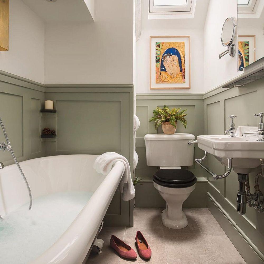 Bathroom in beige an dark green feels both stylish and elegant