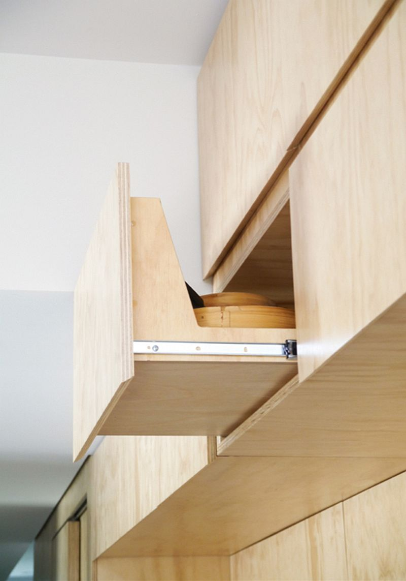 Bespoke cabinet in plywood in the kitchen saves space while maximizing the available vertical area