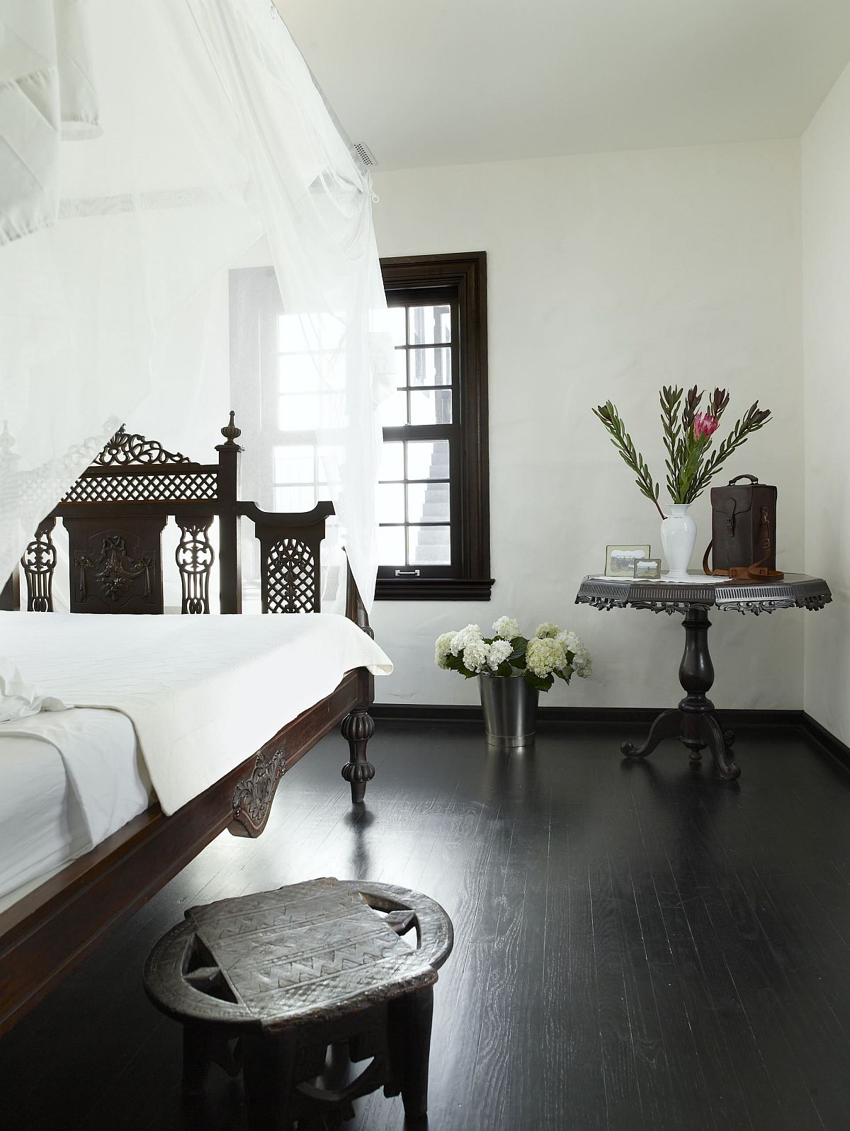 Dark And Dashing Give Your Home A Sparkling Black Floor