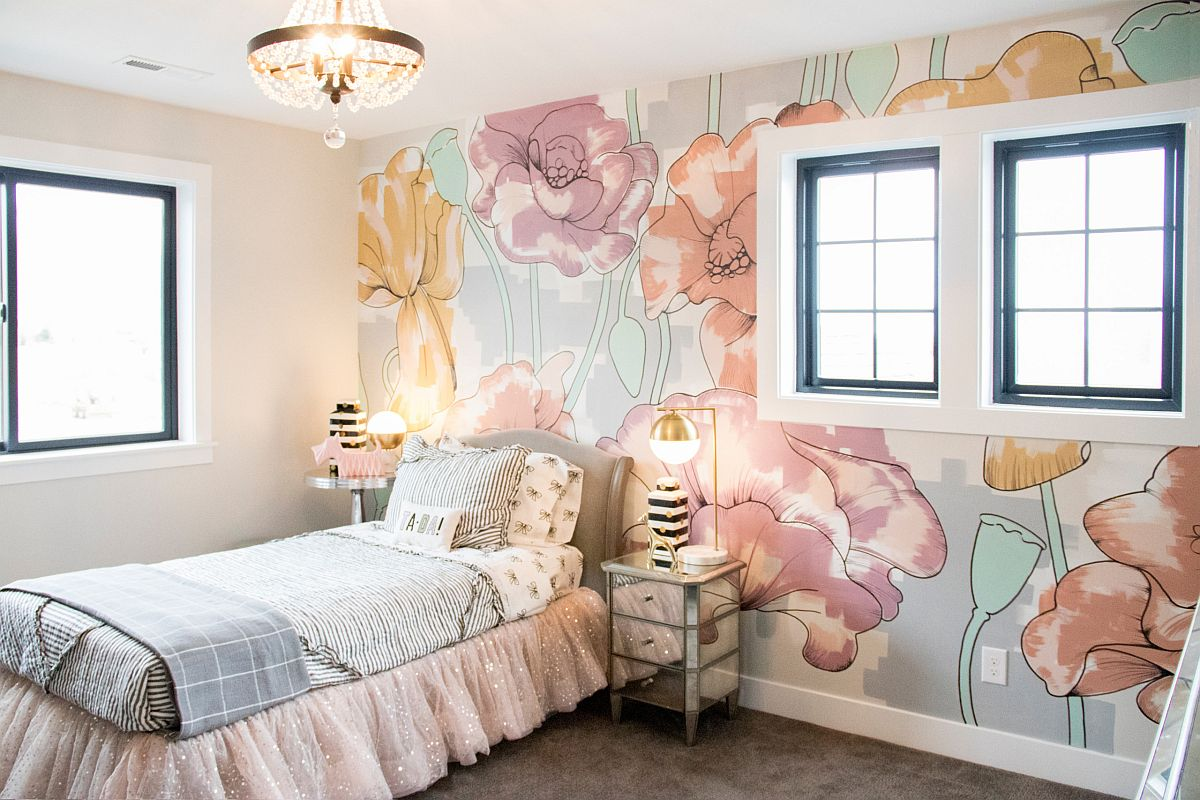Breathe life into the small kids' room with a flower-filled wallpaper and pastel hues