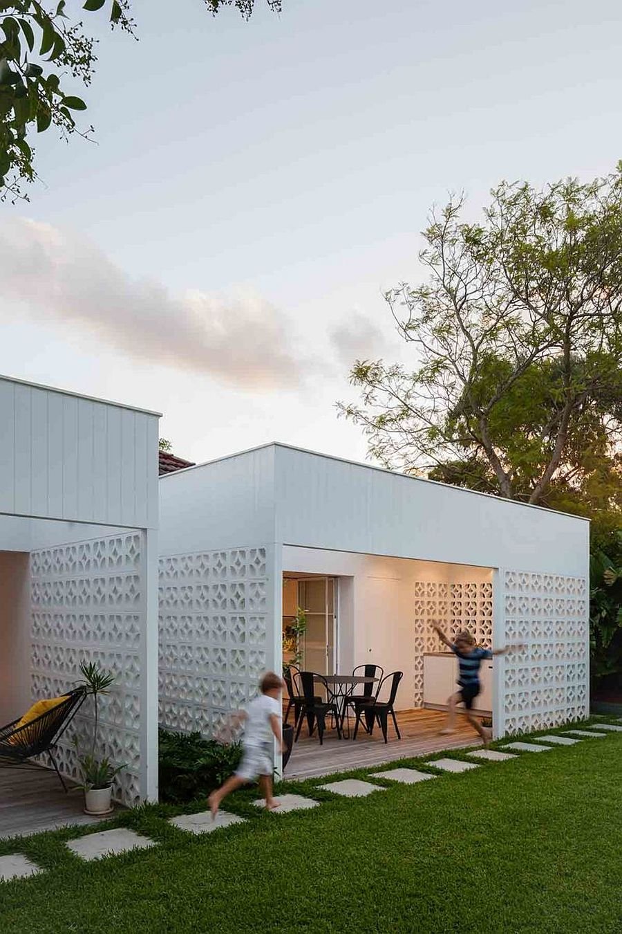 Breeze block walls turn the rooms into sheltered outdoor space with plenty of ventilation