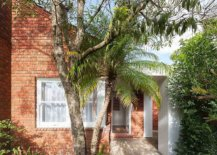 Classic-street-facade-of-the-cottage-home-is-left-largey-undisturbed-64289-217x155