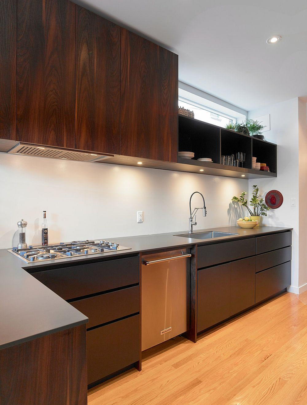Combination-of-closed-and-open-wooden-shelves-in-the-modern-kitchen-72473