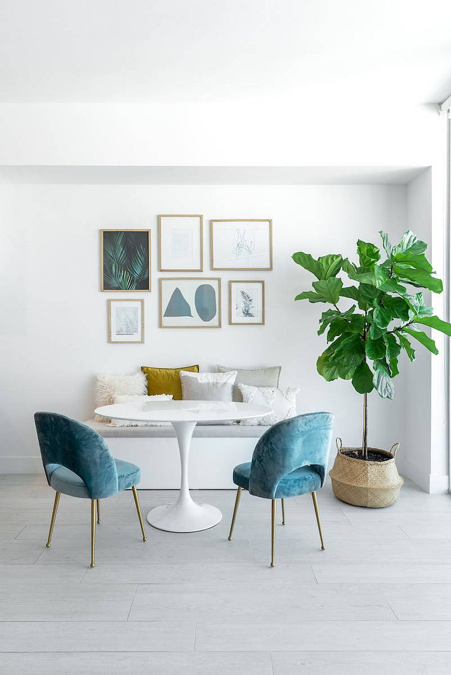 Combining-minimal-and-beach-styles-in-the-small-dining-room-with-a-neutral-backdrop-68304