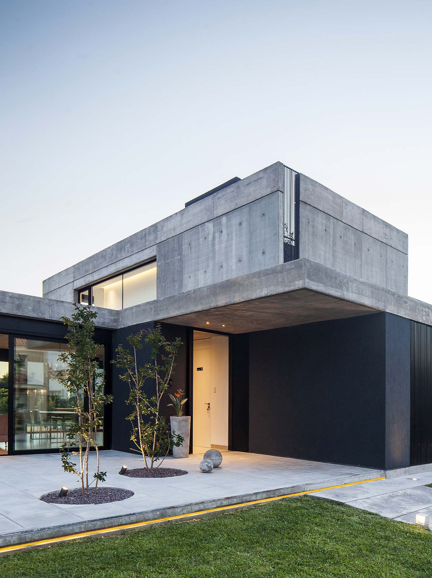 Concrete-and-glass-contemporary-home-in-Buenos-Aires-with-smart-responsive-design-68784