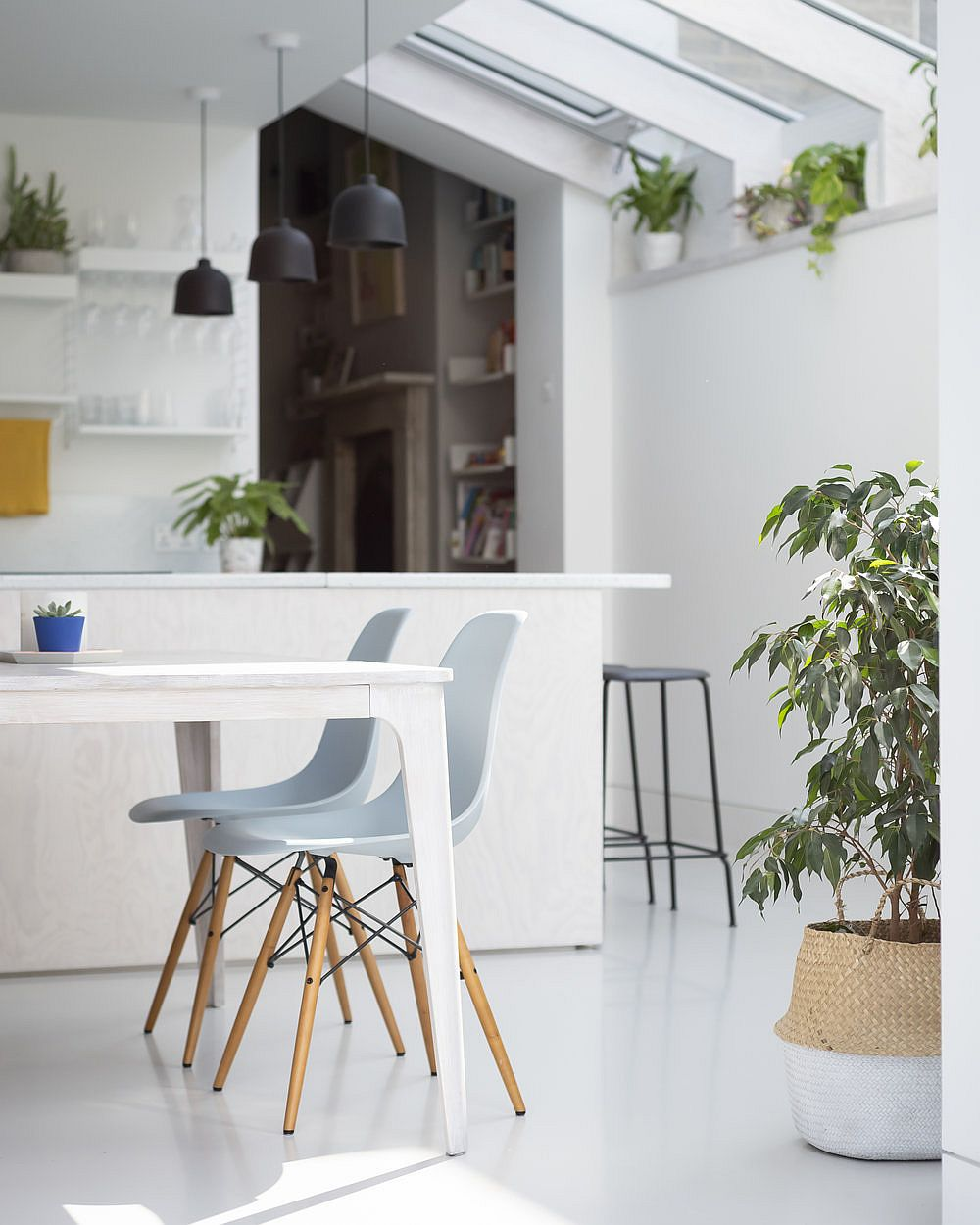 Dark gray pendant lights stand out visually thanks to the beautiful white backdrop