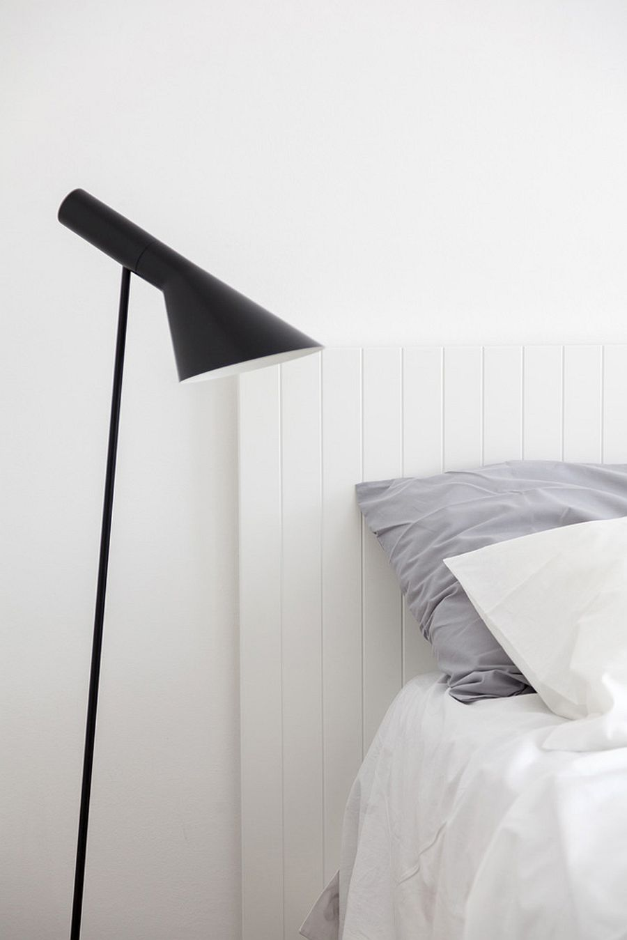 Decorate the tiny bedroom with a slim bedside lamp in contrasting color
