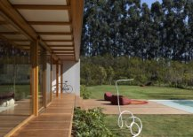 Dense-vegetation-around-the-house-offers-a-natural-lanket-of-privacy-for-the-eco-friendly-Brazilian-home-69235-217x155