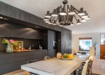 Drak-gray-and-black-paint-a-picture-of-sophitsication-in-this-AMsterdam-kitchen-91431-217x155