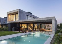 Expansive-pool-becomes-a-natural-extension-of-the-contemporary-home-26654-217x155