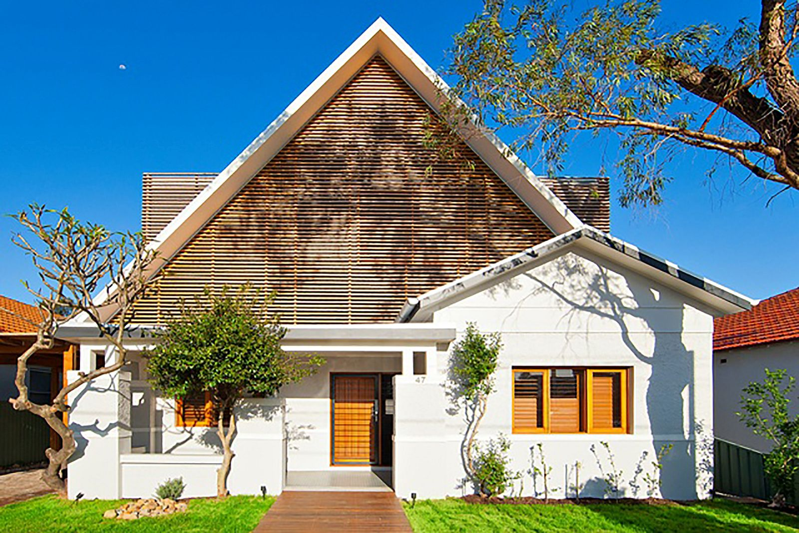 Facade-of-1920s-Californian-bungalow-in-Sydney-with-a-classic-design-64667