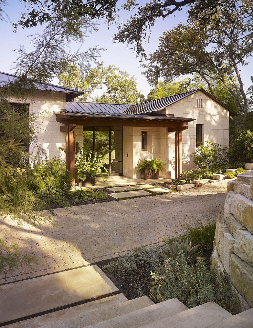 Facade-of-the-Lake-Austin-home-that-has-a-modern-classic-vibe-thanks-to-its-distinct-Texas-style-43443
