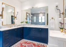 Finding-a-balance-between-blue-and-white-in-the-modern-bathroom-with-spacious-design-27419-217x155