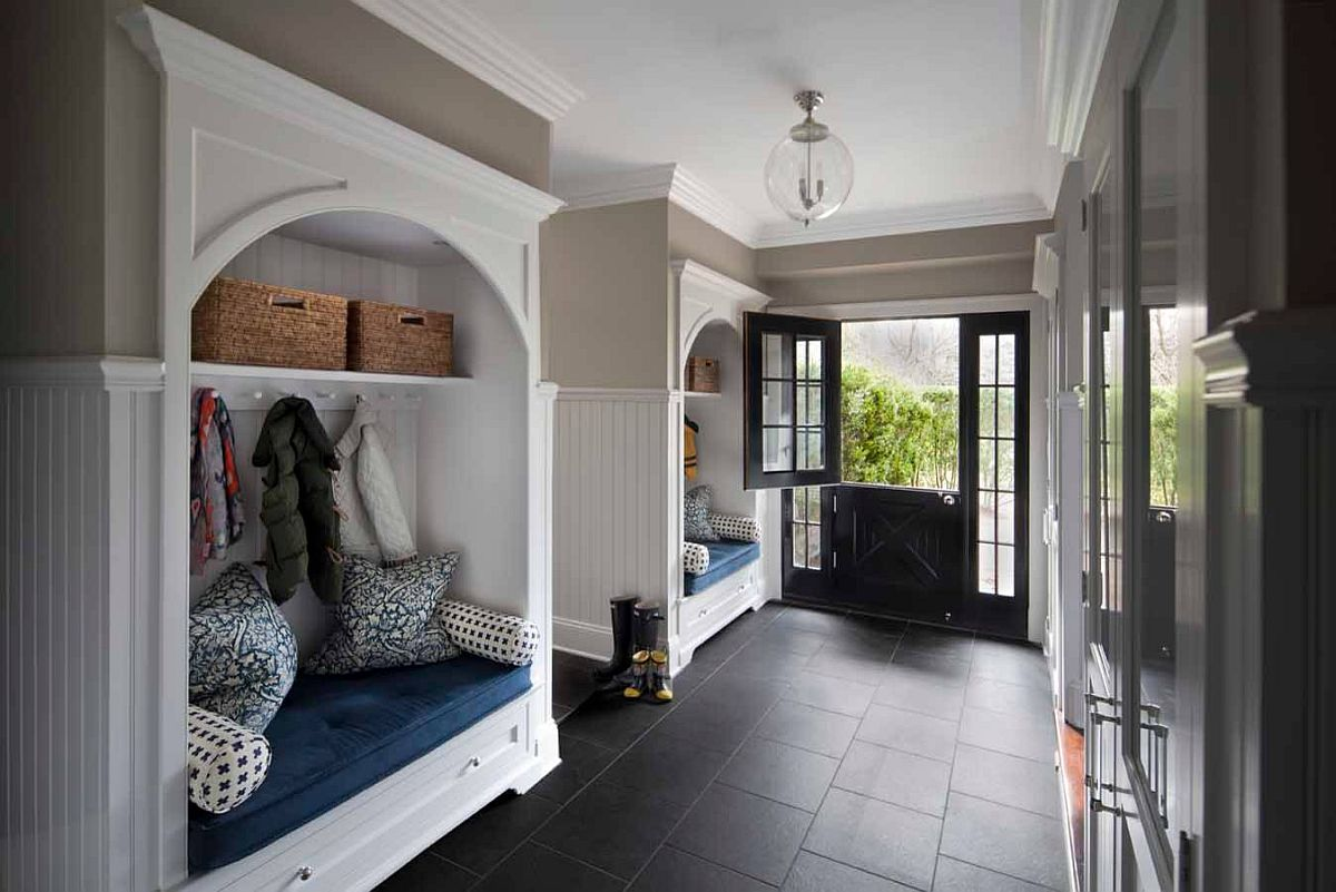 Finding a balance between white and black in the modern entry room