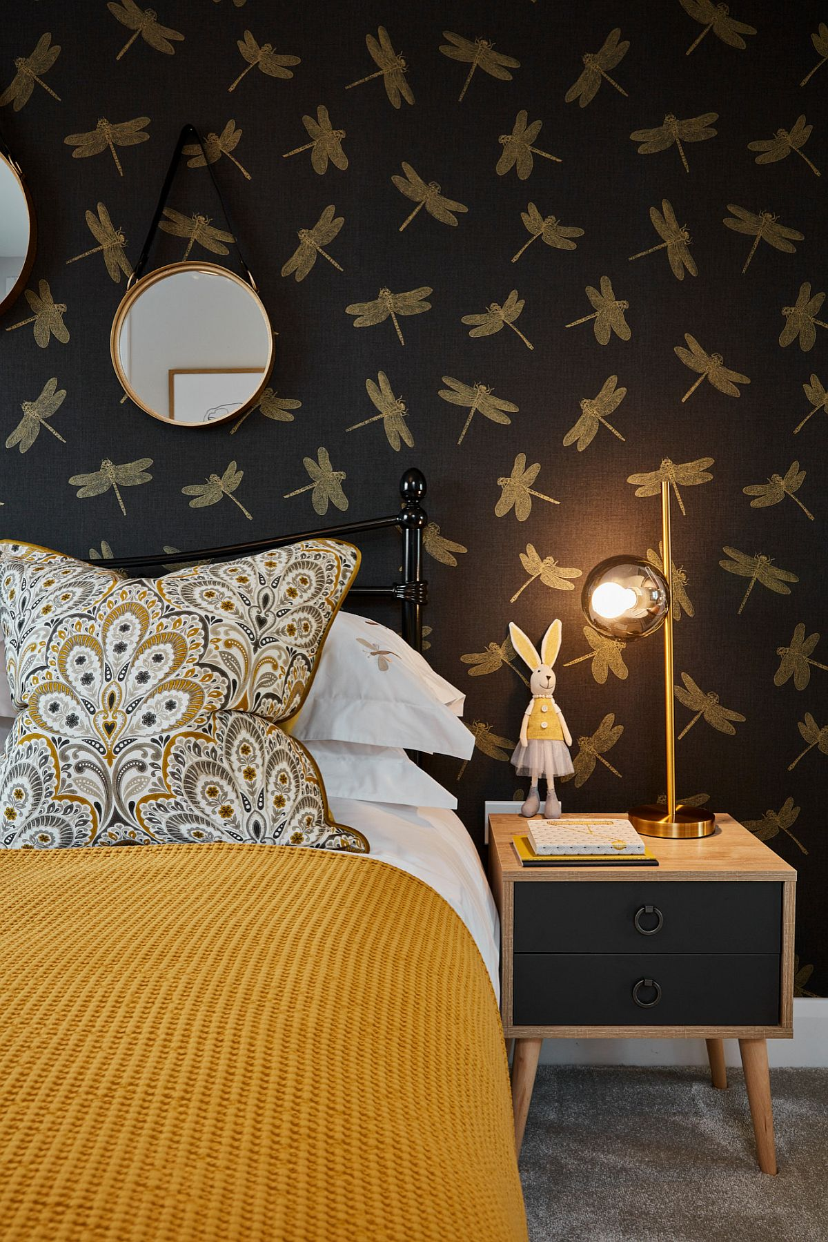 Finding the right wallpaper for the contemporary girls' room in yellow and black