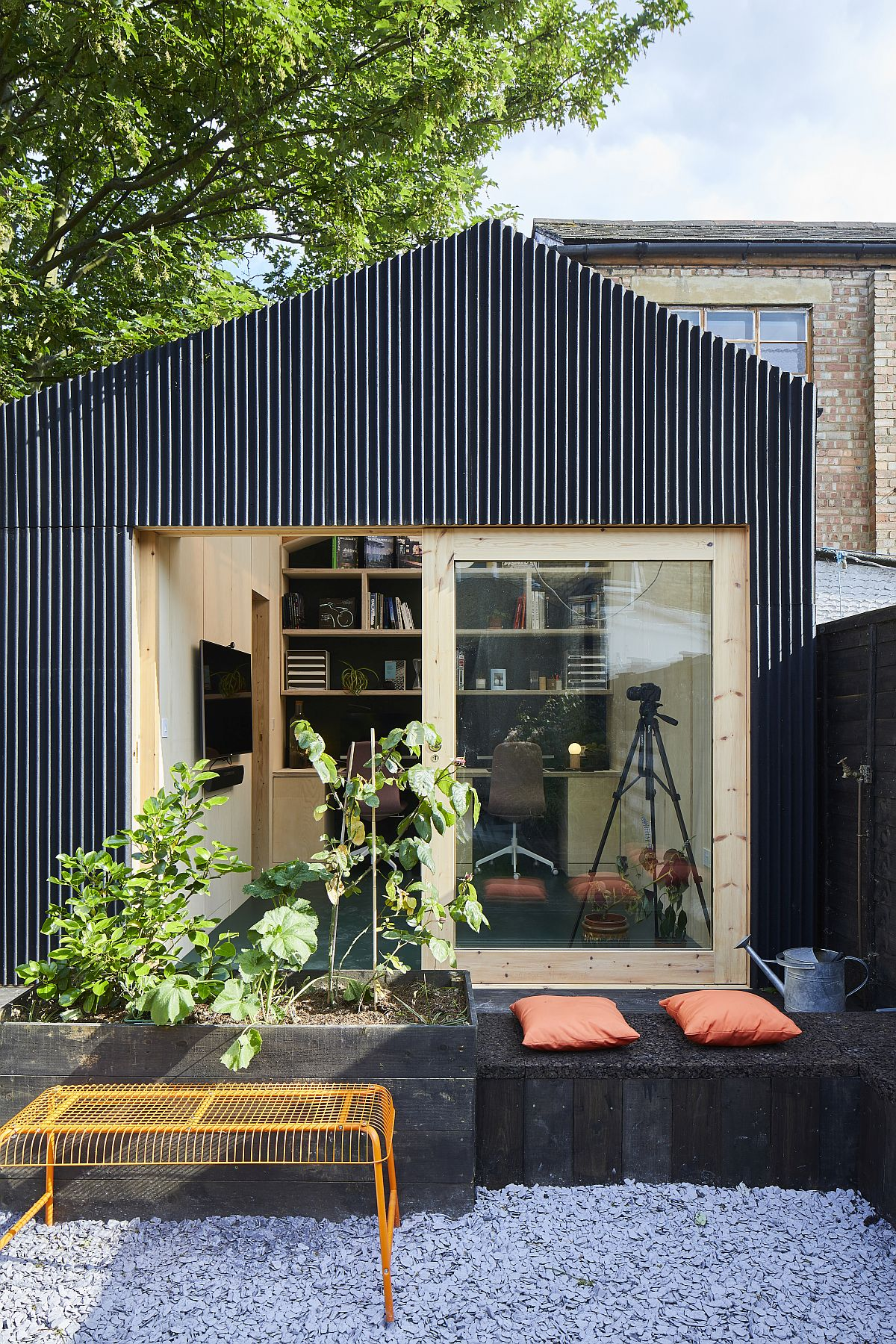 Garden-shed-and-office-design-integrates-it-easily-with-the-main-house-26839