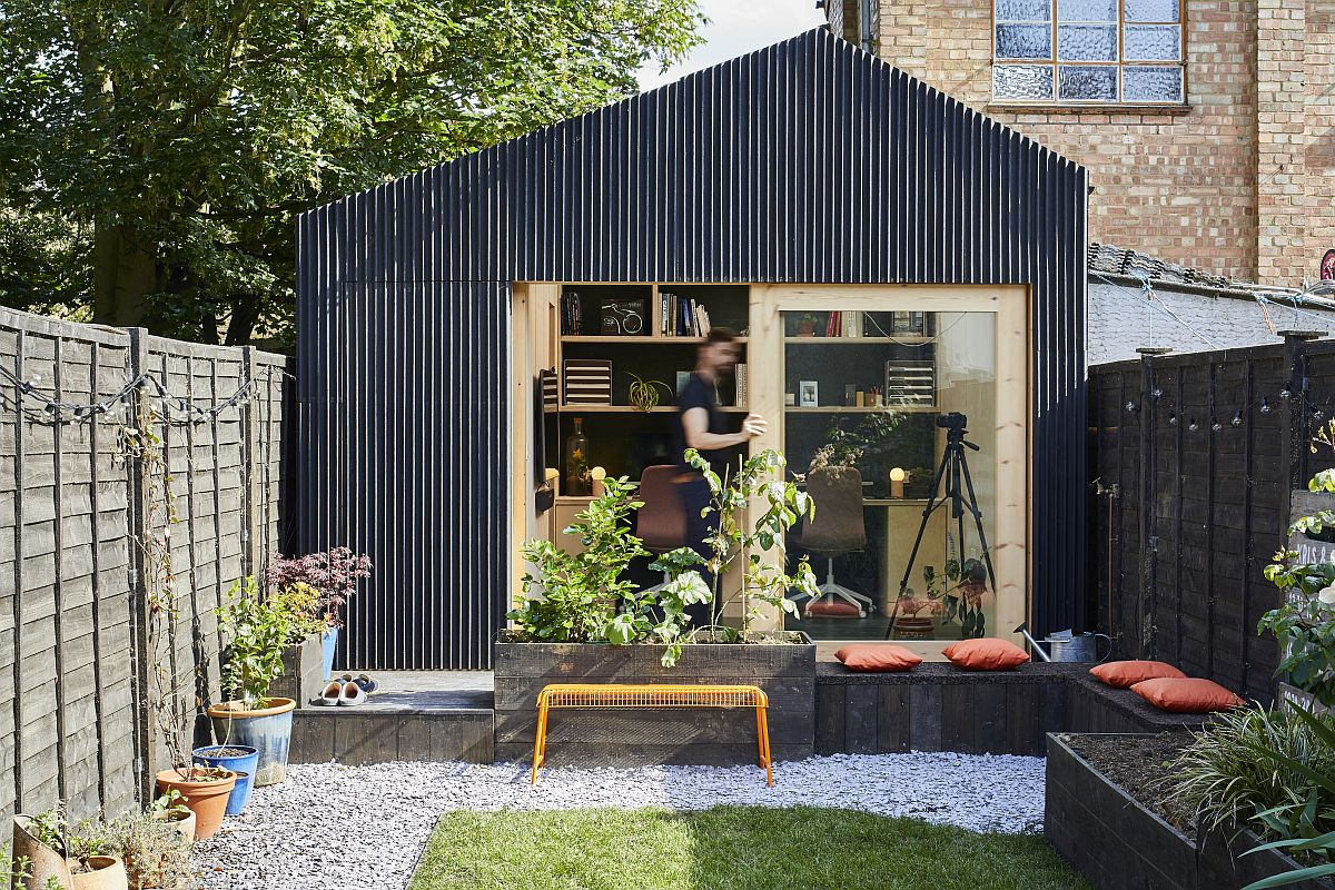 Garden studio and office with modular timber frame system was built in just 3 weeks