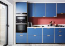 Ingenious-pink-backsplash-also-adds-color-to-the-kitchen-that-is-already-filled-with-blue-22029-217x155