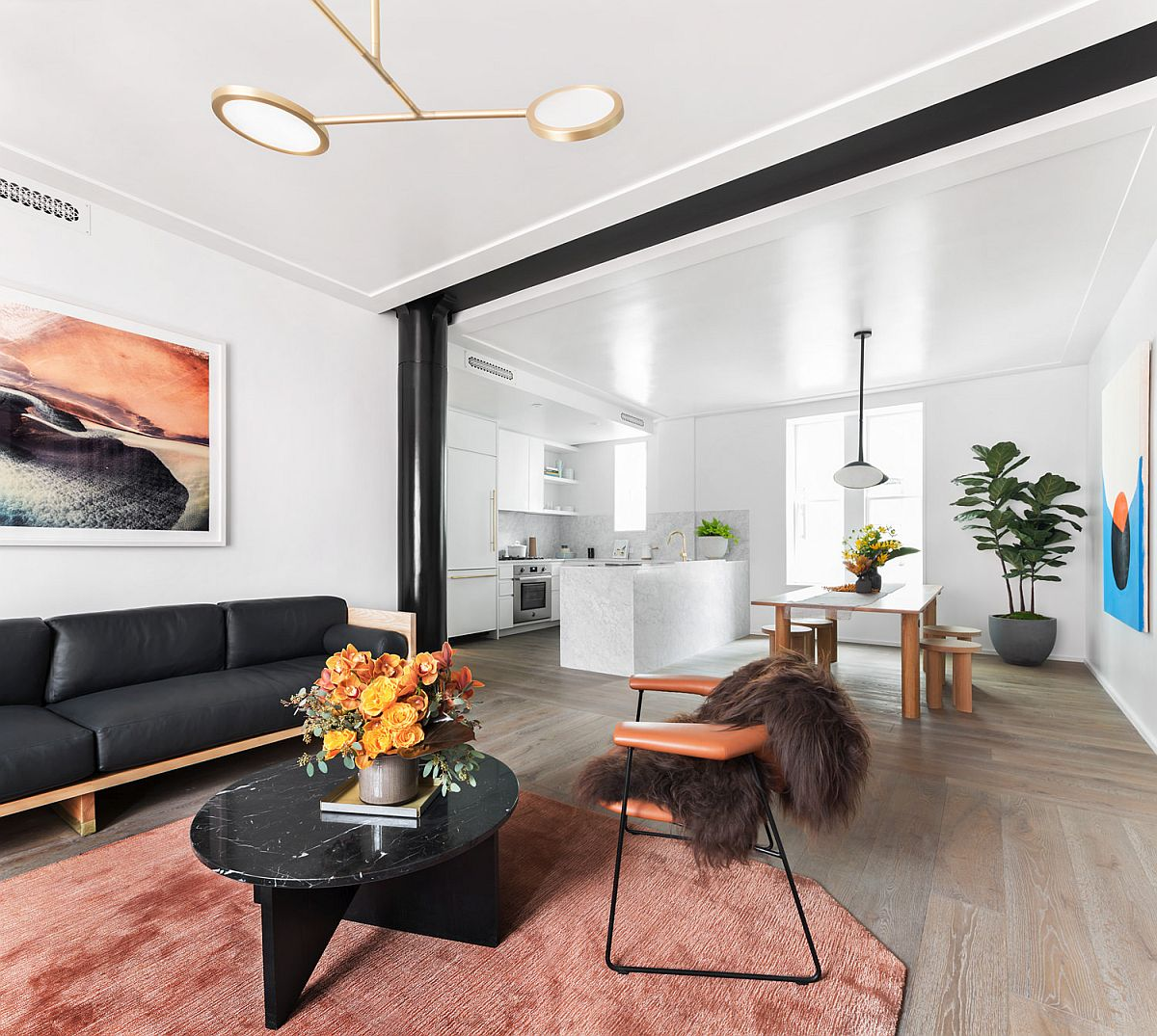 Interior of the fabulous Brooklyn's Heights apartment is both minimal and cozy at the same time