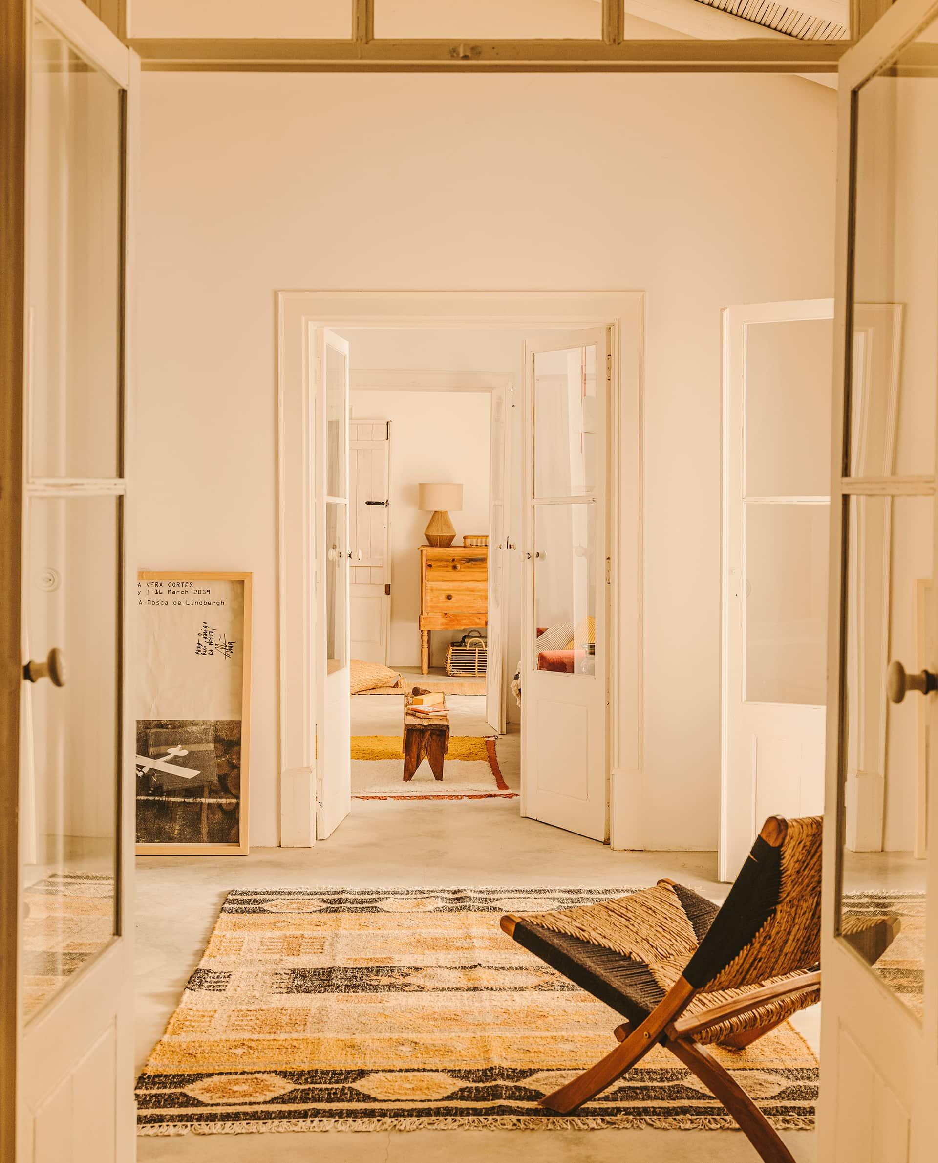 Jute rug in warm tones