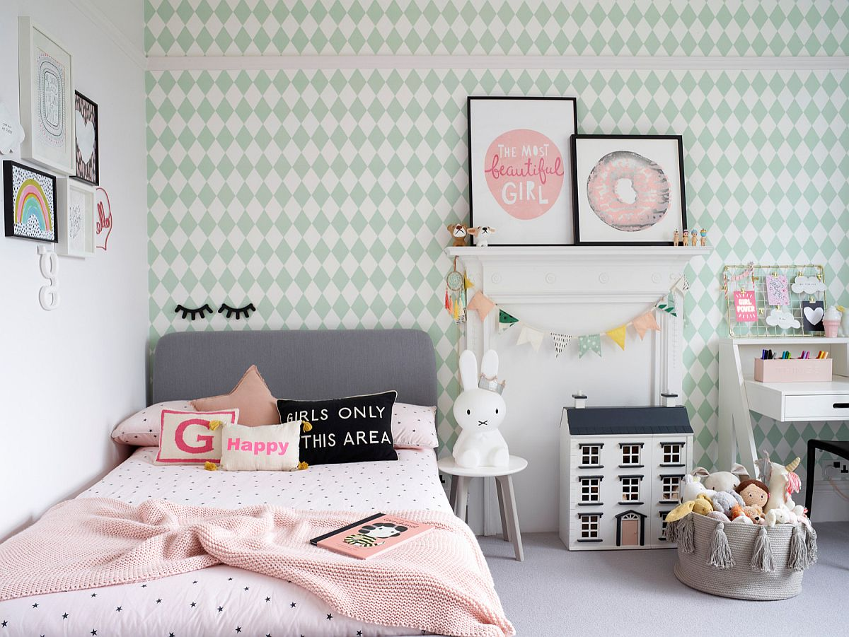 Lovely accent wall covered in wallpaper add pattern to this relaxing girls' bedroom with a touch of Scandinavian simplicity