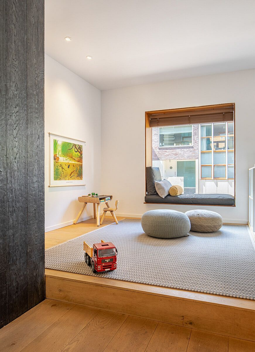 Lovey little window seat and playarea next to it create a fun family zone that everyone can enjoy
