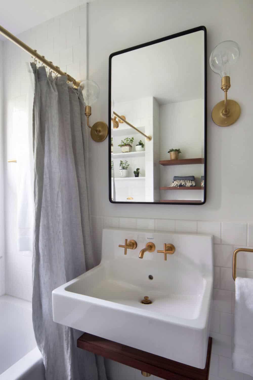 Midcentury modern cottage bathroom