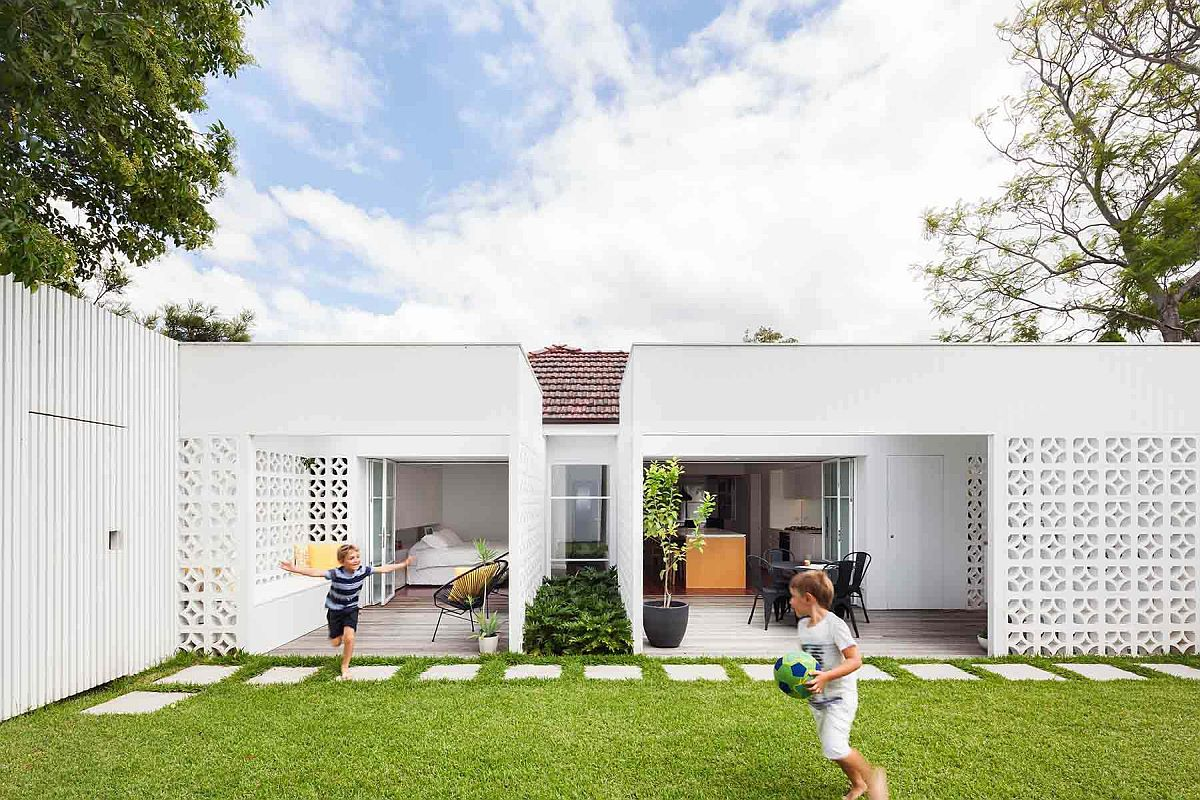 Modern Breeze Block House Extension Down Under with an innovative contemporary design