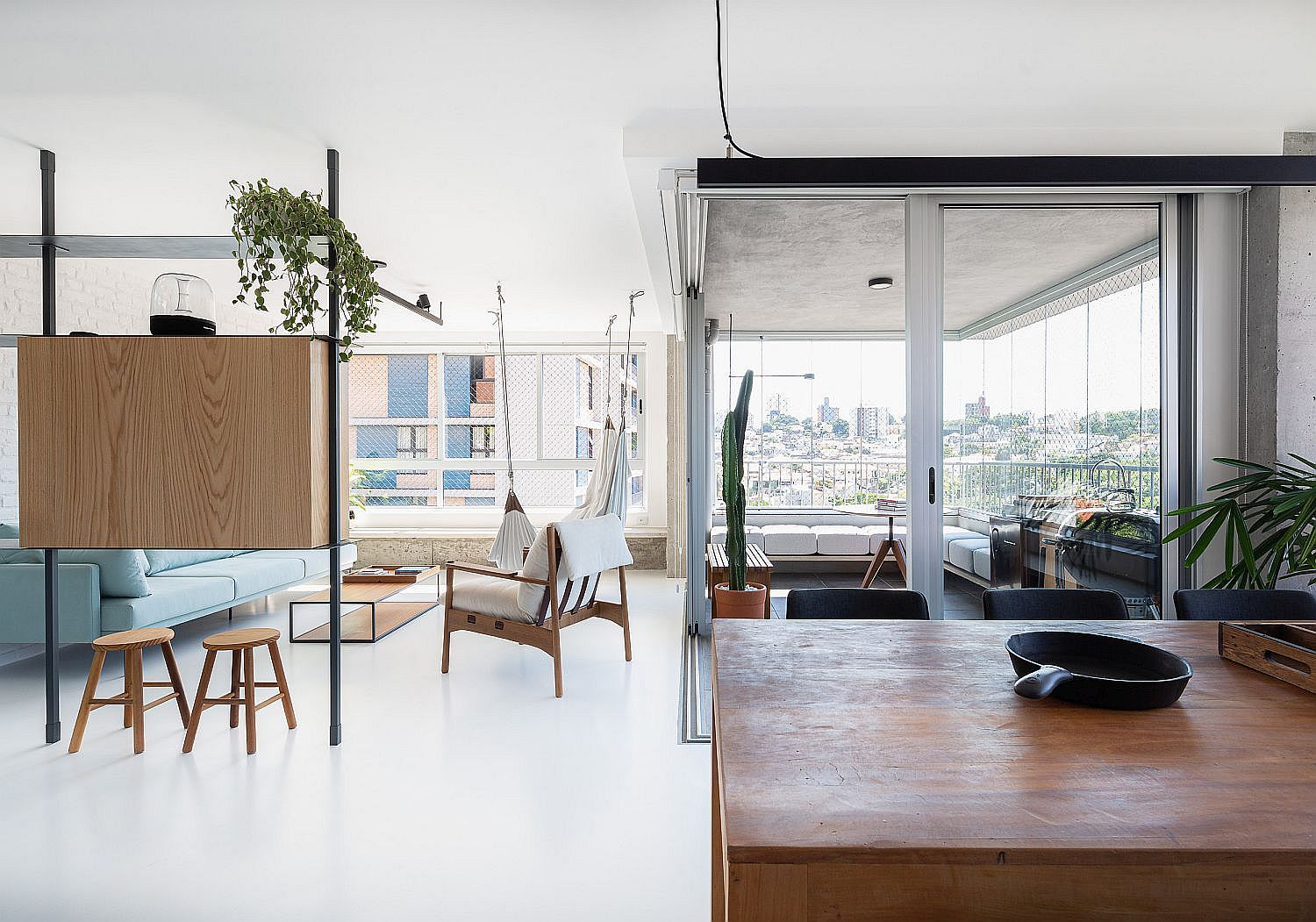 Modern apartment of the Sao Paulo apartment with a smart room divider that acts as TV stand